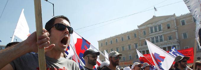 Neue Proteste vor dem Athener Parlament.