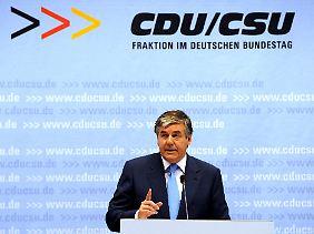 """Deutsche-Bank-Chef Ackermann: Es müsse eine """"Kernschmelze"""" verhindert werden."""