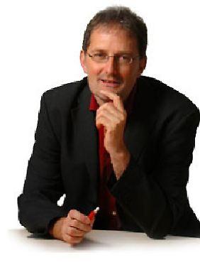 Prof. Dr. Christof Schütte ist Leiter der BioComputing Group am Institut für Mathematik der Freien Universität Berlin und stellvertretener Sprecher des DFG-Forschungszentrums MATHEON.