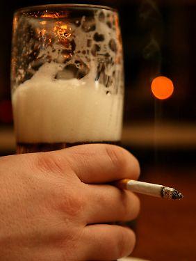 Sowohl Tabak als auch Alkohol sind in unserer Gesellschaft anerkannt.