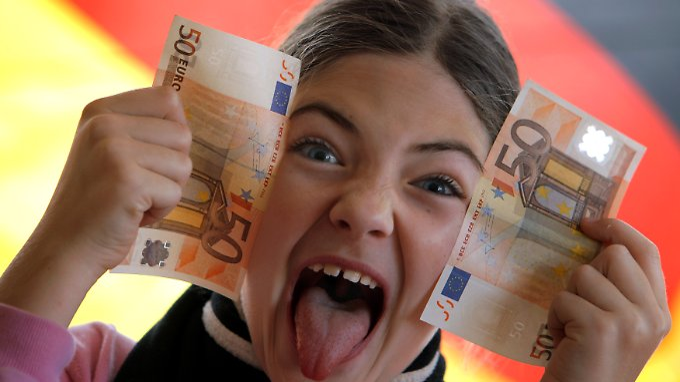 Kinder reicher Eltern können sich freuen: Ab Januar kommen sie besser weg, als Kinder normal- und geringverdienender Eltern.