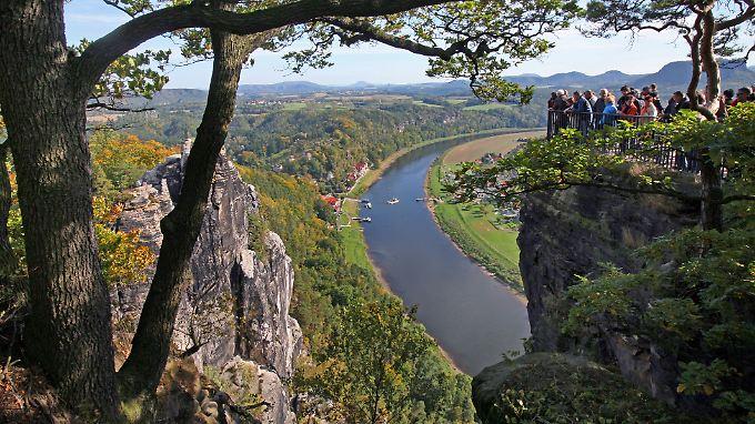 Ein Aussichtspunkt der Bastei in der Sächsischen Schweiz nahe Dresden.