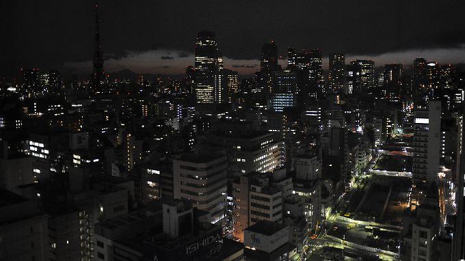 Die Hauptstadt Tokio ist von der Knappheit besonders betroffen.