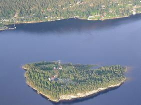 Die idyllische Insel Utøya wird Schauplatz eines blutigen Verbrechens.