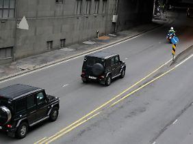Ein Konvoi fährt Breivik zur Vernehmung.