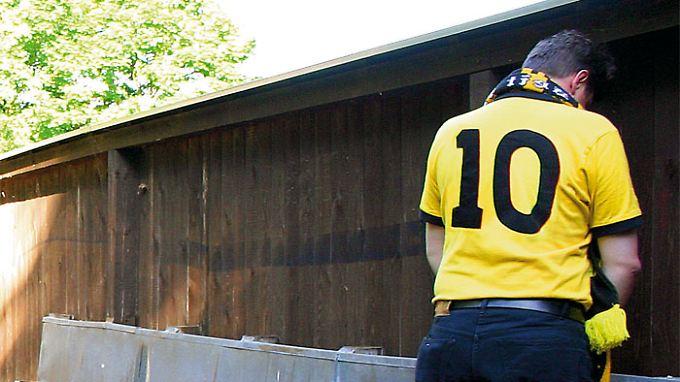 Dort, wo es noch Freiluft-Urinale gibt, ist die Fußballprovinz.