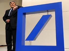 Ackermanns Gesamtverdienst bleibt mit rund 6,3 Mio. Euro praktisch stabil.