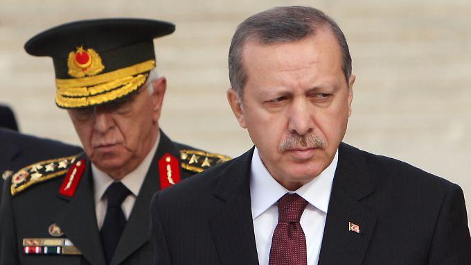 Kosaner und Erdogan am 30. November 2010 bei einer Veranstaltung am Mausoleum von Staatsgründer Kemal Atatürk in Ankara.