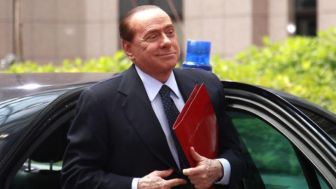 """Silvio Berlusconis Buchhaltertricks: Woher bekommt die nächste Regierung das dringend benötigte Geld? """"Dal babbo morto."""""""