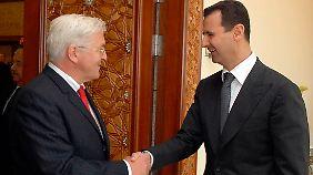 Der damalige deutsche Außenminister Frank Walter Steinmeier und Syriens Diktator Assad bei einem Treffen in Damaskus im Jahr 2009.