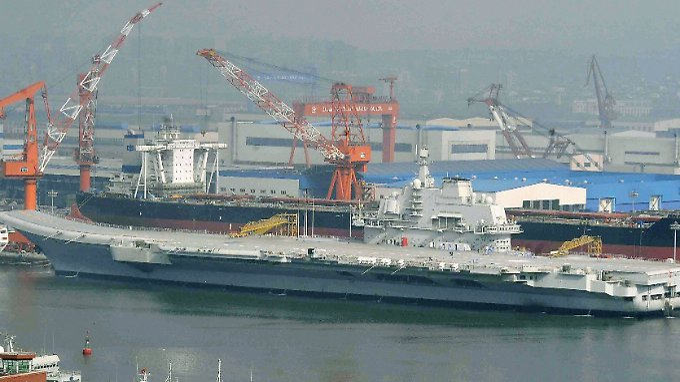 """Die ehemalige """"Warjag"""" stammt noch aus der Sowjetunion und soll den Chinesen lediglich als Schulschiff dienen."""
