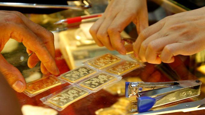 Turbulente Tage an den Börsen: Gold ist teurer als Platin