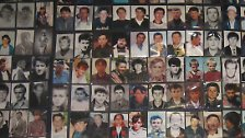 Die Frauen haben Bilder ihrer Angehörigen gesammelt und Listen mit den Namen der Vermissten und Getöteten erstellt.