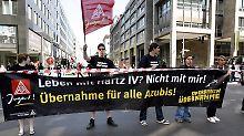 Es werden nicht alle mit auf die reise genommen: Demonstration junger Gewerkschafter für bessere Zukunftsperspektiven.