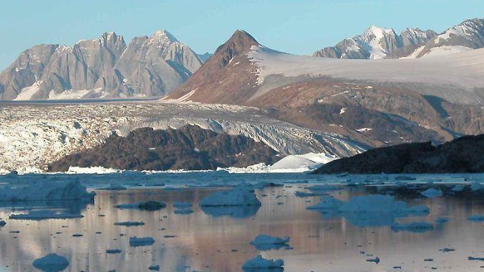 Die Gletscher auf der Polarinsel Grönland  schmelzen durch den Klimawandel offensichtlich deutlich schneller als bisher bekannt.