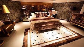 Luxusurlaub für Militärfreaks: Flugzeugträger zu Hotel umgebaut