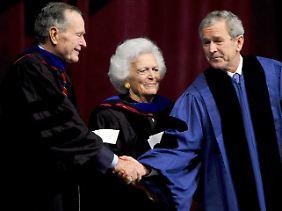 Ob Senior oder Junior: Die Bushs sind Gegner von Rick Perry.