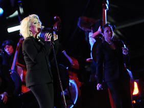 Erstmals wurden bestimmte Coverversionen von ihr live ausprobiert.