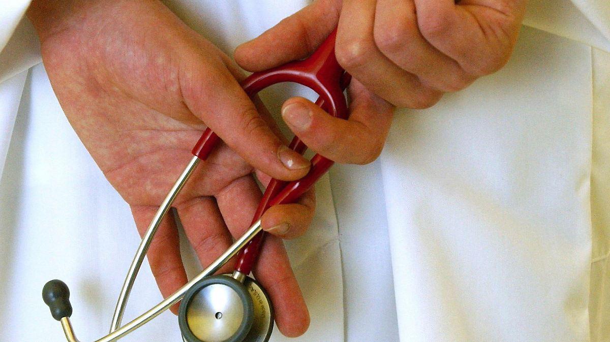 Blut Im Stuhl Mit Kindern Zum Arzt Großes Spektrum An Gründen N