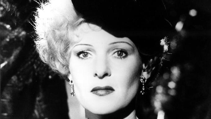 """Rosel Zech in dem Film """"Die Sehnsucht der Veronika Voss"""" von 1982."""