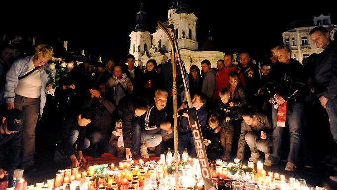 Trauer und Schock in Prag. Drei tschechische Spieler starben bei dem Absturz.