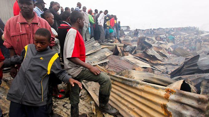 Zahlreiche Hütten sind niedergebrannt.