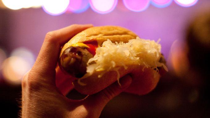 """Im kanadischen Vancouver ist """"German Bratwurst with Sauerkraut"""" allseits beliebt."""