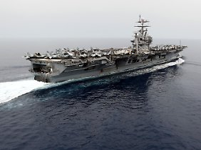 Zum Größenvergleich: der Flugzeugträger USS Harry S. Truman, etwa 330 Meter lang.