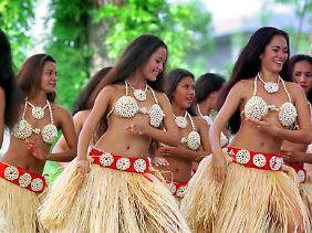 Falls Sie sich zu einem Besuch der Kohltage in Wesselburen entscheiden - die Bambusröckchen überlassen Sie lieber den Tahitianerinnen.