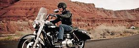 Reisebike in der Dyna-Familie: Koffer und Scheibe sind an der neuen Harley Davidson Dyna Switchback ab Werk montiert. (Bild: Harley Davidson/dpa/tmn)