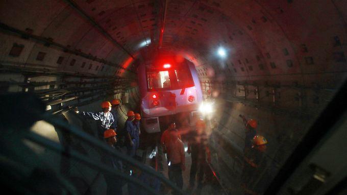 Mehr als 200 Verletzte in Shanghai: U-Bahnen prallen zusammen