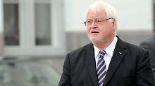 Hund kommt vor Bundespräsident: Carstensen schwänzt - wegen Dackel