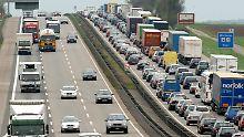 Rollender und stehender Güterverkehr: Es wird voll auf Europas Straßen.