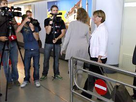 Spießrutenlauf am Flughafen Tegel: Ulla Schmidt kam am Mittwoch aus dem Urlaub zurück.