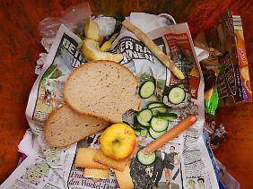 Jeder Deutsche wirft im Jahr durchschnittlich Lebensmittel im Wert von 310 Euro weg.