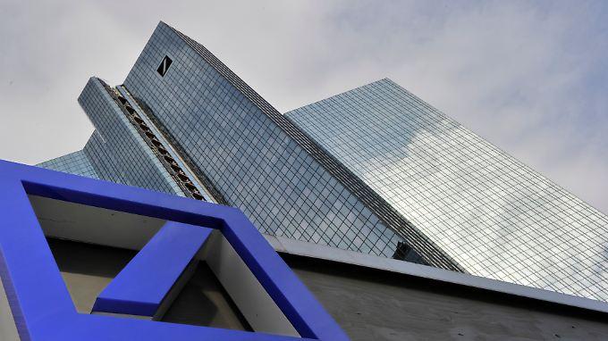 Teure Rettung Griechenlands: Banken fahren Verluste ein