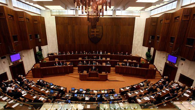 Das ärmste Euroland verweigert dem erweiterten Euro-Rettungsschirm EFSF im ersten Durchgang die Zustimmung.
