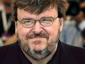 Michael Moore zeigt sich begeistert.