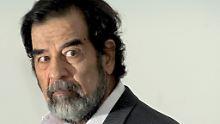 Im April 2003 stürzte die US-Armee den irakischen Präsidenten. Acht Monate später wurde er aus einem Erdloch gezogen und mit verzotteltem Bart und Unterhemd der Lächerlichkeit preisgegeben.