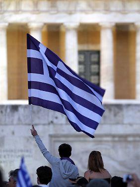 Mit heftigen Protesten wehren sich die Griechen gegen die strengen Sparauflagen ihrer Regierung.