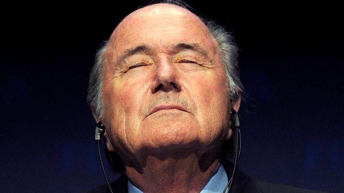 Pose: der Pate. Der Rücktritt von Fifa-Präsident Joseph Blatter ist überfällig, findet der Sportphilosoph Gunter Gebauer.