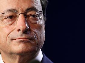 EZB-Chef Draghi pocht auf die Unabhängigkeit der Notenbank.