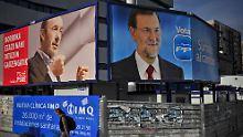 Alles deutet auf einen Sieg für Rajoy (r) hin, Rubalcabas Sozialisten dürften untergehen.