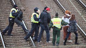 Castoren in Neunkirchen: Polizei muss Gleise räumen