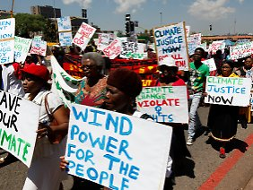 """Windkraft für alle"", fordern diese Demonstranten in Durban."