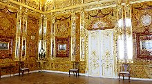 Das nachgebildete Bernsteinzimmer befindet sich im Katharinenpalast in Puschkin bei Sankt Petersburg.