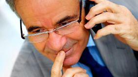 Headhunter rufen oft im Büro an. Dort sollte man nicht zu lange mit ihnen reden.