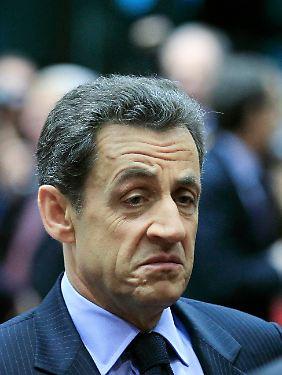Präsident Nicolas Sarkozy weist auf die Souveränität Frankreichs hin.