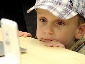 Ab einem bestimmten Alter ist es wichtig, das richtige Handy zu haben, um Anerkennung zu bekommen.