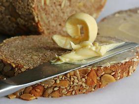 Frisches Brot mit Butter - einfach aber köstlich!